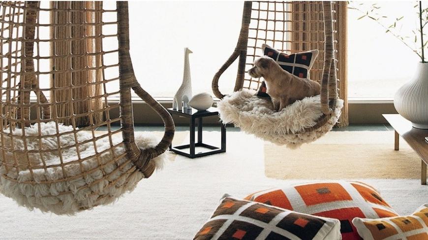 Два необычных плетеных подвесных кресла