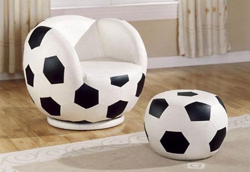 Кресло и пуф в виде футбольного мяча