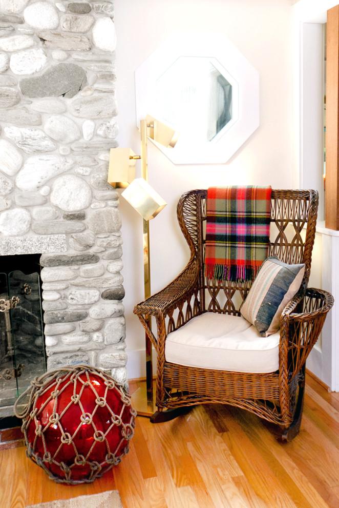 Кресло качалка в современном интерьере