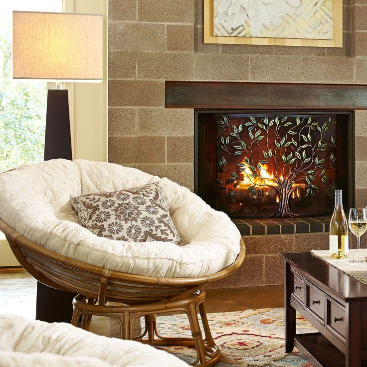 Кресло папасан у камина