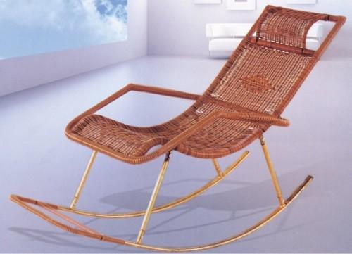 Модное кресло из ротанга