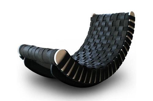 Мягкое кожаное кресло качалка