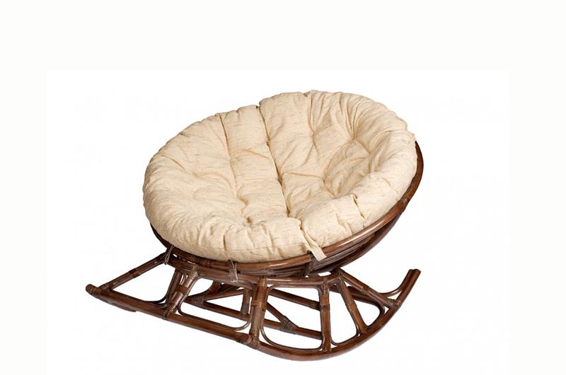 Небольшое кресло из ротанга