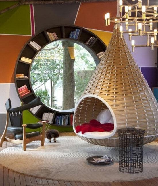 Плетеная мебель в интерьере комнаты