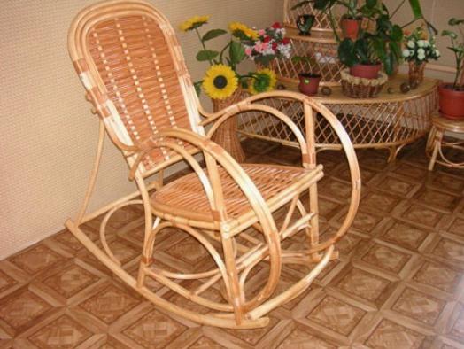Плетеные кресла сегодня также изготавливают из ротанга – гибкой лианы