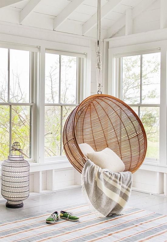 Подвесное кресло в интерьере квартиры