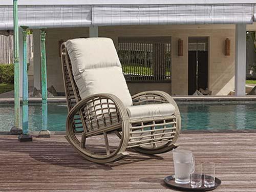 Поскольку кресло качалка предназначено для отдыха, то его ставят в гостиной, кабинете, спальне