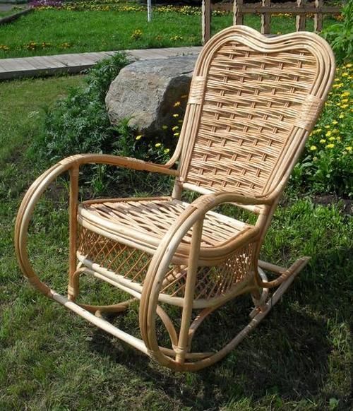Садовое кресло качалка плетеное
