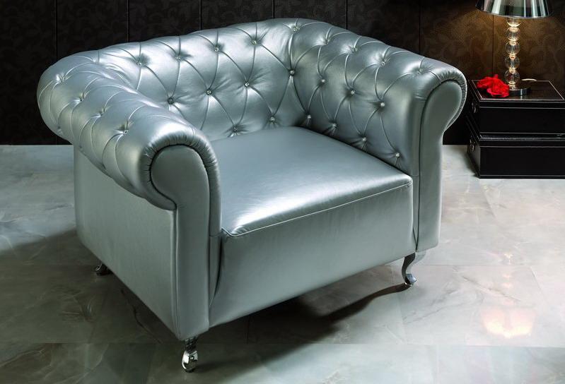 Серебристое кресло