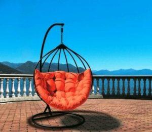 Современное кресло на стойке