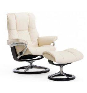 Стильное кресло в белом цвете