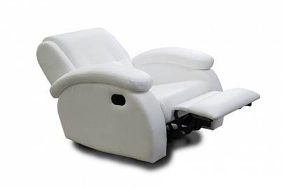Удобное кресло в белом цвете