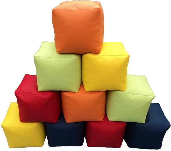 Кресла пуфы в виде кубов