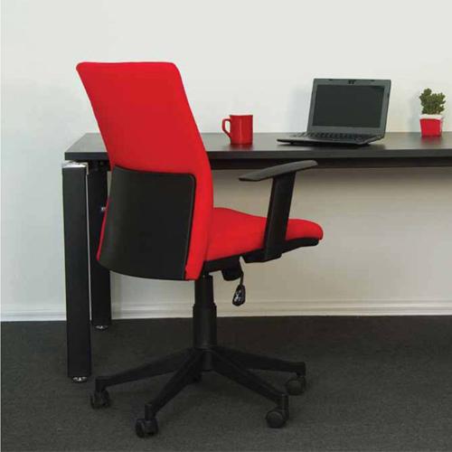 Кресло имеет оригинальный внешний вид