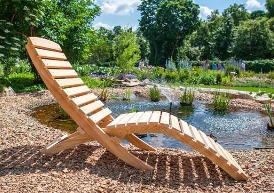 Кресло шезлонг из дерева для дачи