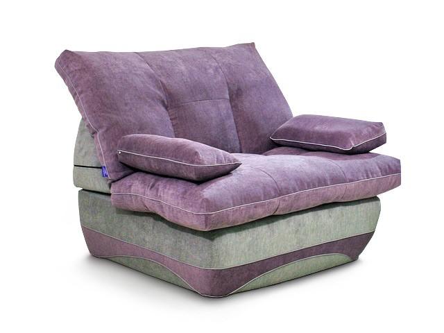 Небольшое кресло в интерьере
