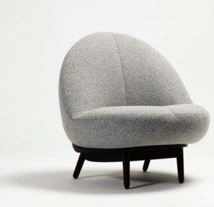 Небольшое мягкое кресло