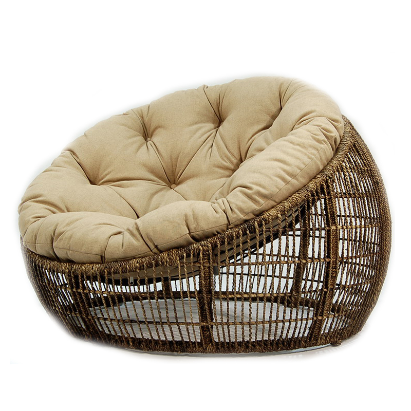 Необычное кресло из ротанга