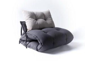 Оригинальное кресло в спальню