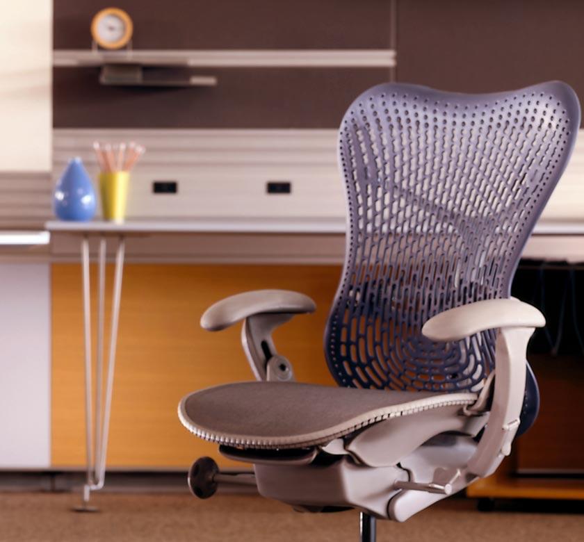 Современные офисные кресла и стулья, должны быть оборудованы системой пневматической регулировки положения сиденья