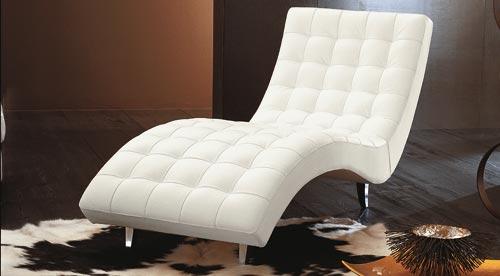 Стильное кресло шезлонг