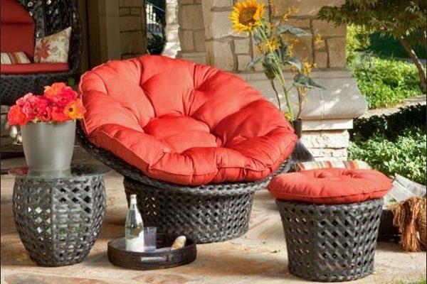 Традиционное круглое кресло сделанное из ротанга