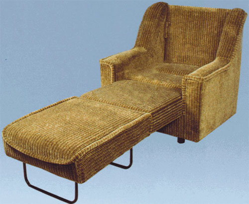 Велюровое кресло