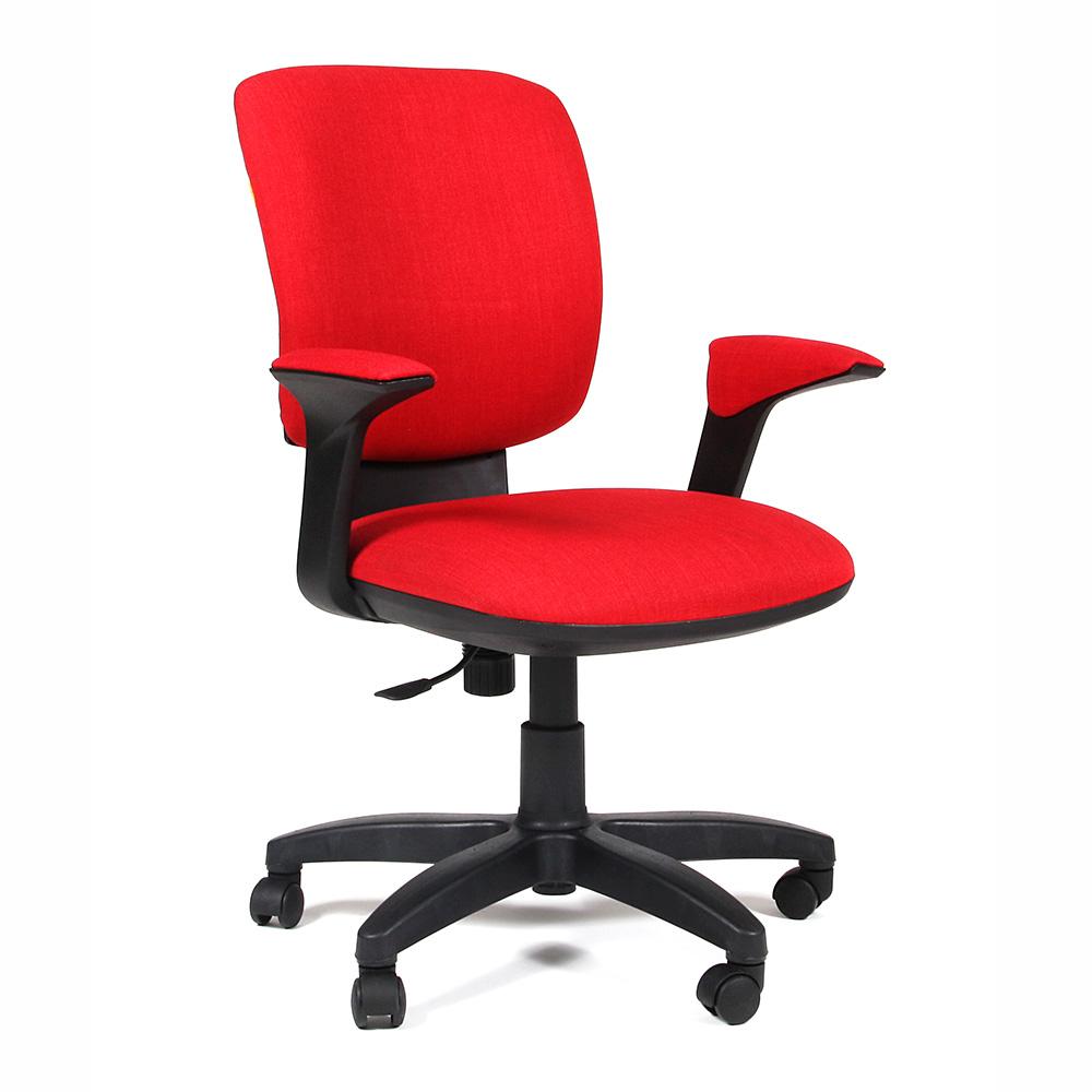 Яркое красное кресло