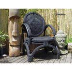 Черное кресло, созданное из колес