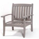 Деревянное кресло, созданное из лиственницы