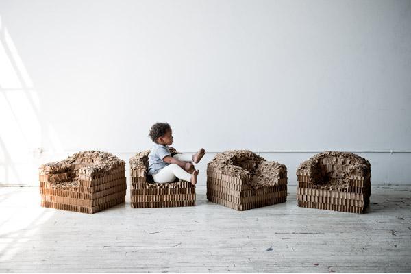 Детские кресла, созданные из картона