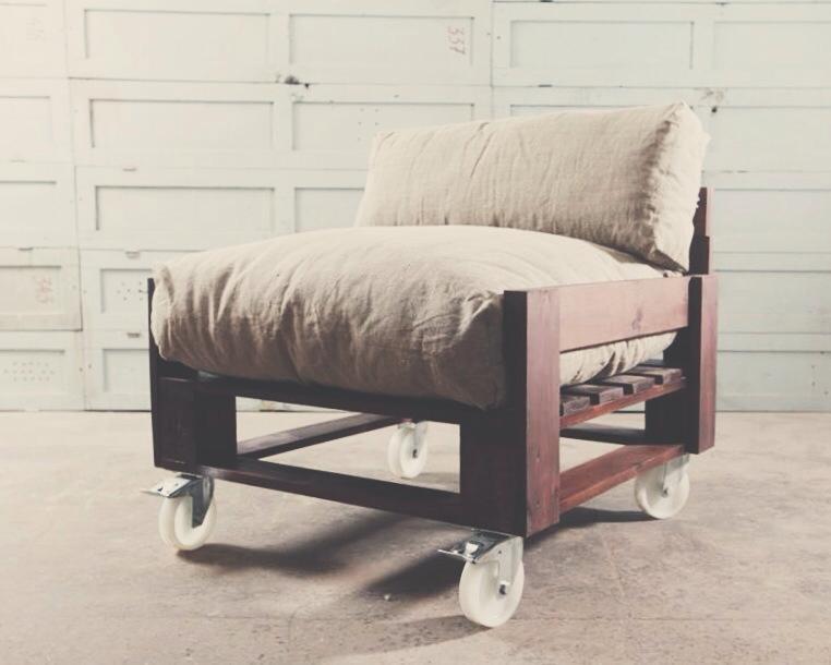 Дизайнерское кресло из поддонов