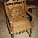 Дорогое кресло на основе дуба