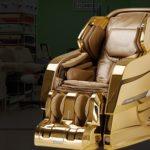 Дорогое кресло, оформленное в золотом цвете