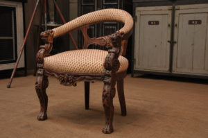 Дубовое современное кресло