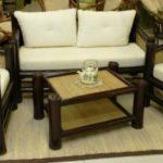 Интерьер комнаты с креслами из бамбука