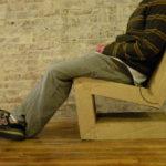 Использование кресла из картона