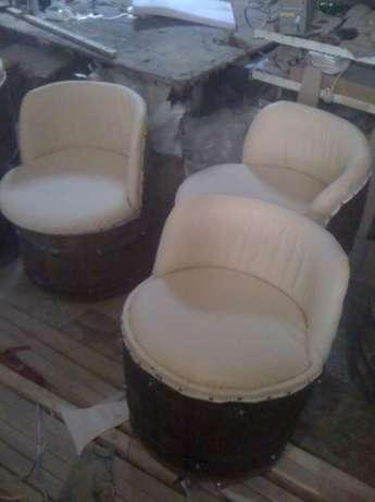 Как практично использовать бочки для создания кресла