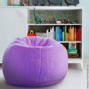 Как выглядит кресло пурпурного цвета