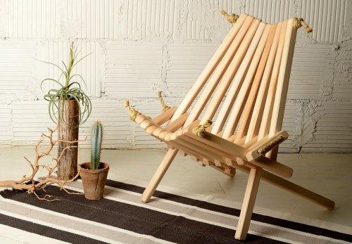 Канатное кресло с деревянными деталями