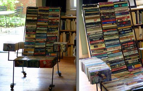 Каркасные кресла из книг