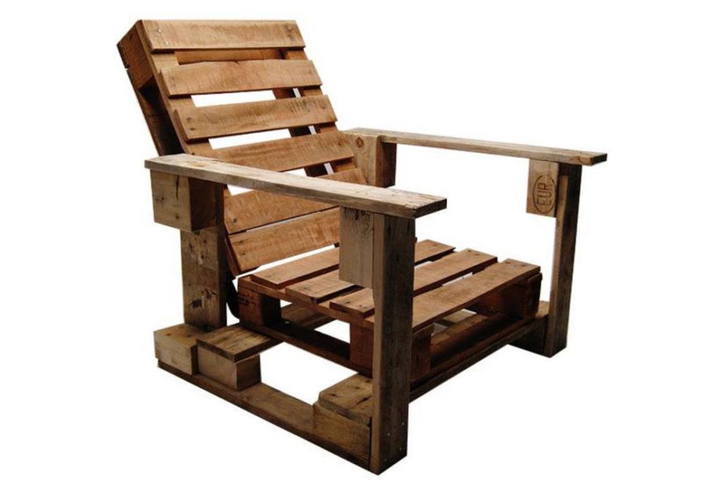 Корпусное кресло на основе поддонов