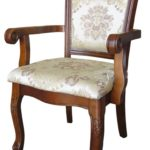 Красивое деревянное кресло классического стиля