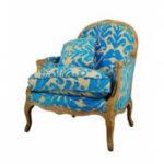 Красивое голубое кресло с узорами