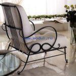 Красивое кресло из металла для дома