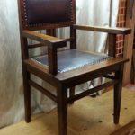 Красивое кресло, созданное на основе дуба