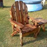 Красивое оригинальное деревянное кресло