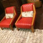 Красивые кресла, оформленные в коралловом цвете