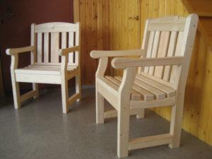 Красивые кресла, созданные на основе сосны