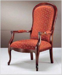 Красное кресло на основе дерева